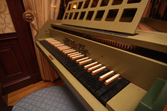computer component(0.0), electronic device(0.0), harpsichord(0.0), digital piano(0.0), organist(0.0), organ(0.0), player piano(0.0), electronic instrument(0.0), string instrument(0.0), celesta(1.0), piano(1.0), musical keyboard(1.0), keyboard(1.0), fortepiano(1.0), spinet(1.0), electric piano(1.0),