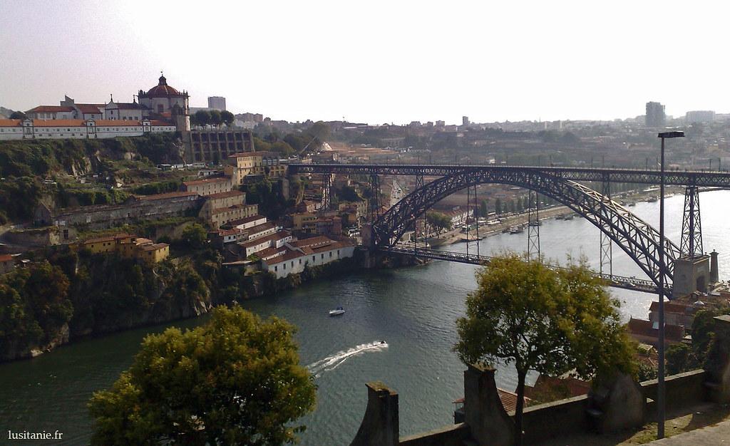 Ponte Dom Luis I, le grand pont métallique de la ville construit au XIXème siècle, une prouesse technique à l'époque de son inauguration.