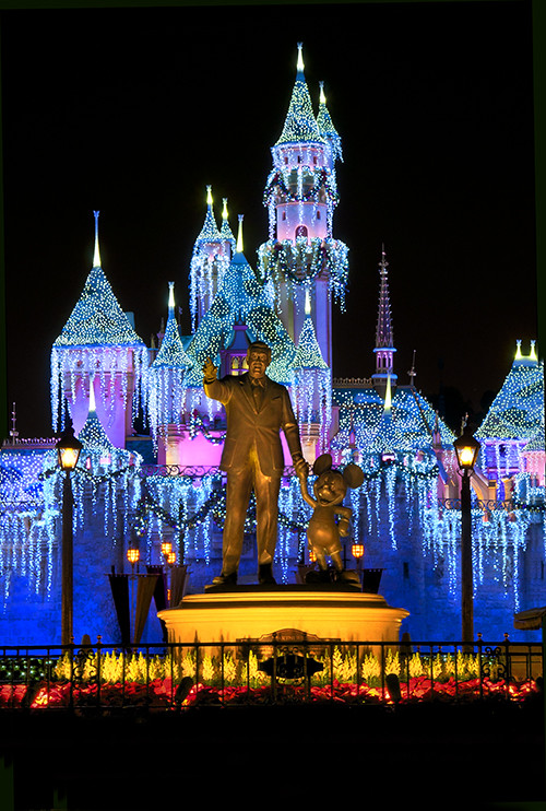 Disneyland During Christmas Time.Christmastime At Disneyland Here S My Annual Attempt At Th