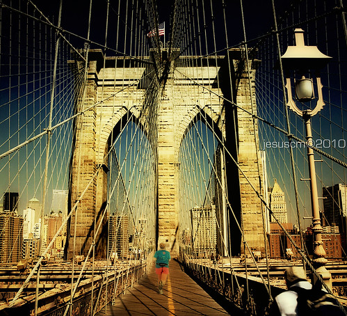 long distance runner in Brooklyn Bridge