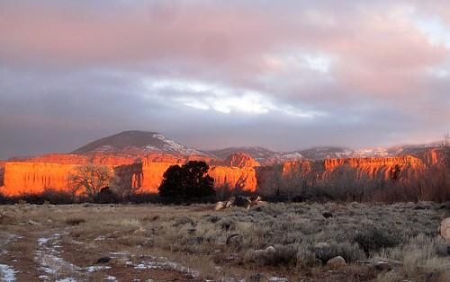 winter 15fav usa sun clouds 1025fav 510fav sunrise utah january sunsets 100v10f storms torrey potofgold waynecounty 2011 100vistas instantfave ashotadayorso ut24 nopin orig:file=20110104sd9602463