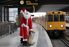 Commuting Santas (Photo by Andreas Rentz/Getty Images