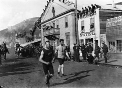 Foot race, Dawson City, YT, about 1900
