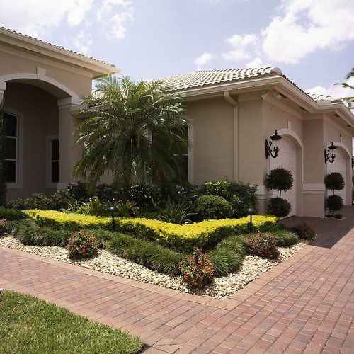 Very popular images front yard landscaping ideas florida for Florida landscape ideas front yard