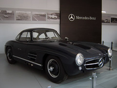 race car, automobile, automotive exterior, vehicle, automotive design, mercedes-benz, mercedes-benz 300sl, antique car, land vehicle, sports car,