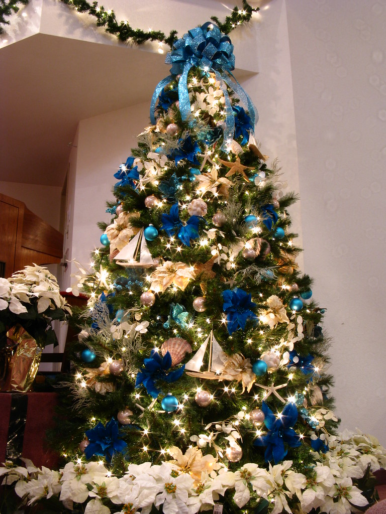 Beach themed christmas decorations - Blue themed christmas tree ...