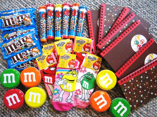 Jun 11,  · I'm using M&M's for my wedding favors. I have invited guests, but I'm thinking I'll only have show up. I want to use organza bags, but I don't know what size to buy.