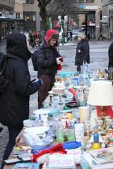 market(1.0), bazaar(1.0), flea market(1.0), marketplace(1.0), public space(1.0), street(1.0),