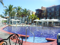 resort town, swimming pool, property, leisure, vacation, resort, condominium, water park,