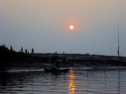 sunset ferry last song diner resort bangladesh mukherjee padma tagore hemanta ghumer seshe sajan164 deshey