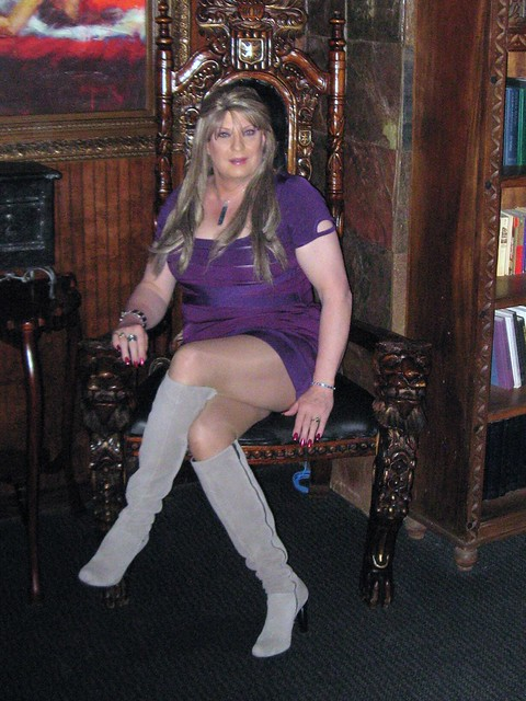 The  Queen awaits her Court!
