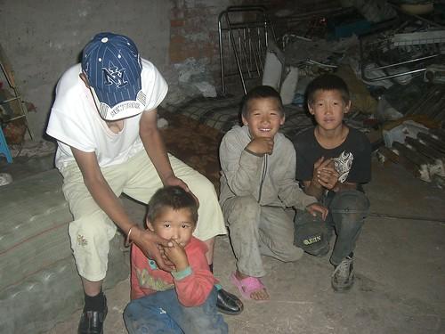 配電線室で暮らす貧困家庭4
