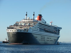 Queen Mary 2 leaving Cape Town