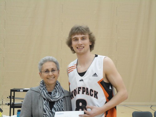 Chas Kok gets Mike Bartram-Blazers Scholarship from Charmaine Bartram