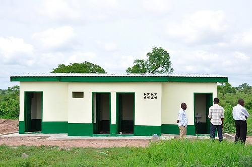 africa men latrine accesstowater righttowater brongahaforegion greencrossinternational greencrossghana smartwaterforgreenschools alimanprimaryschool jyakalai
