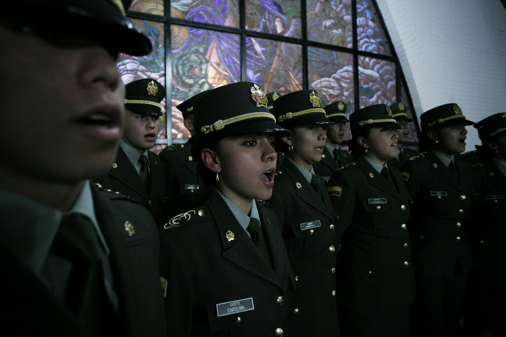 uniformes de policía en el mundo