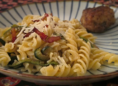 pasta salad, vegetable, fusilli, vegetarian food, pasta, spaghetti aglio e olio, food, dish, carbonara, cuisine,