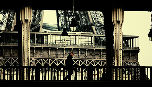 ALONE TO PARIS