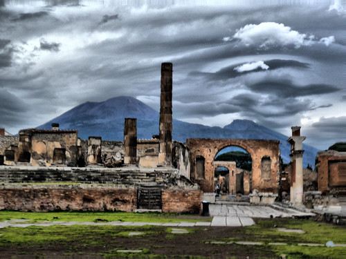 The ruins of Pompeii, with Vesuvius brooding in the background. Image courtesy Perrimoon.