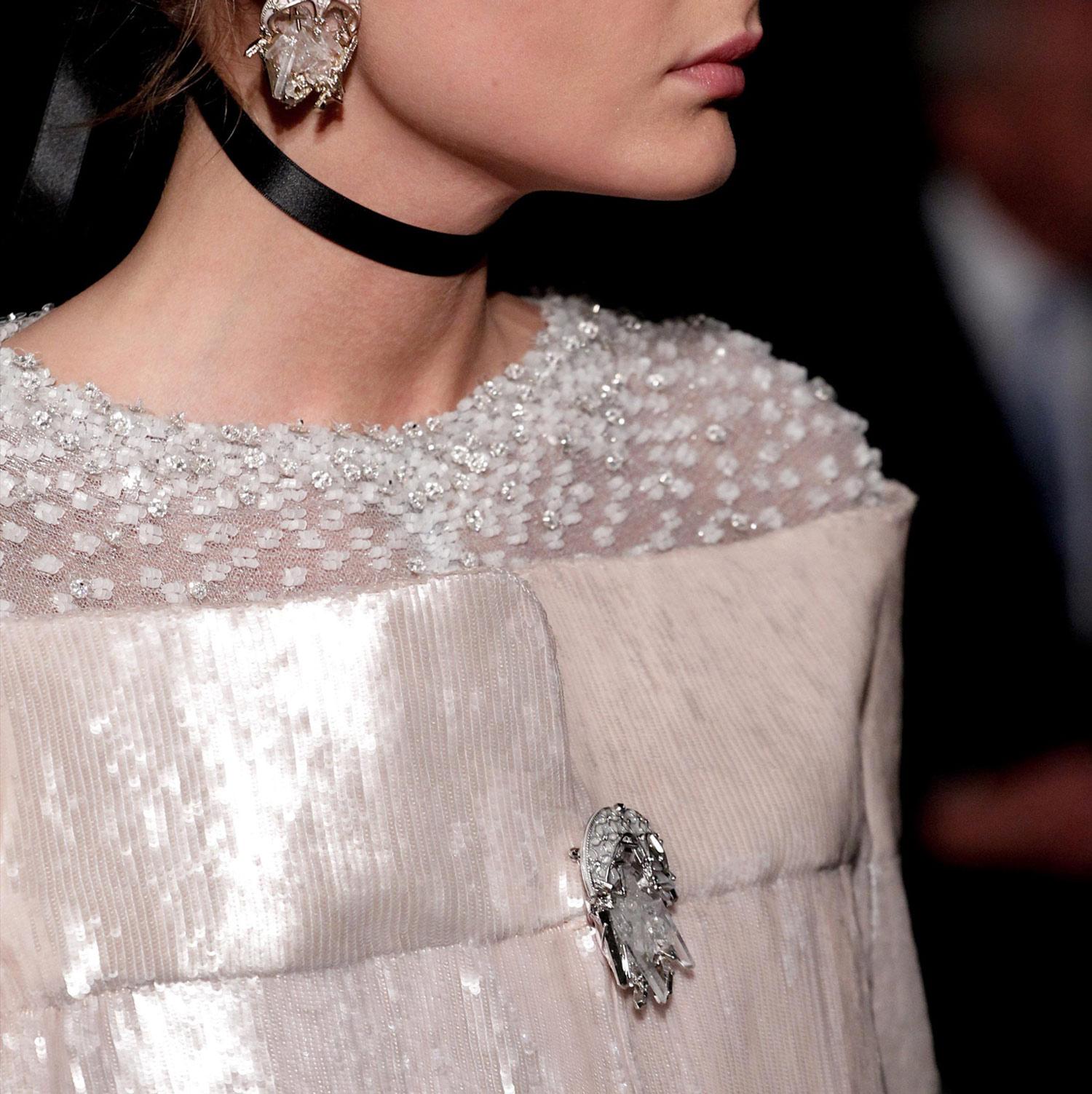 Diamonds wood chanel haute couture s s 2011 details part ii for Haute couture details