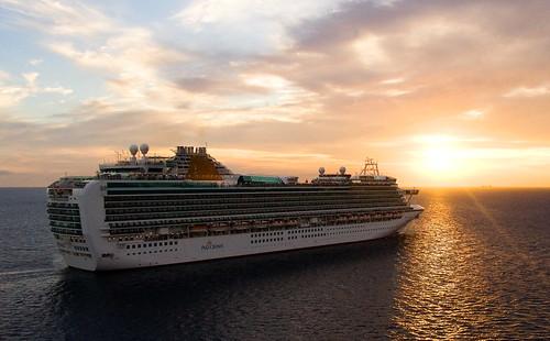 cruise holiday caribbean ventura azura pando