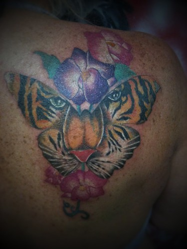 Cool butterfly tattoos pictures find me a tattoo for Tiger face in butterfly tattoo