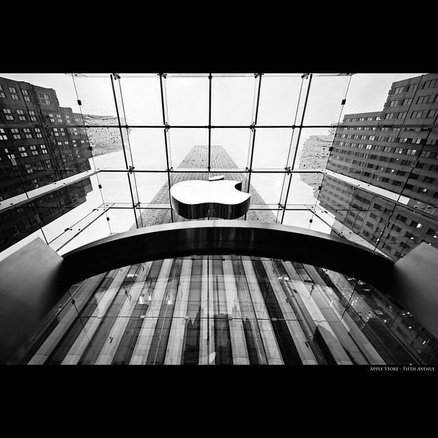 [ Apple Store - Fifth Avenue ]