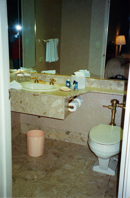 Great American Crossing 1995: One of our 2 ensuite bathrooms in the Chicago Hilton and Towers