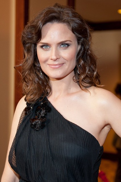 Nude Emily Deschanel Invites You Check How Tight Her Pussy