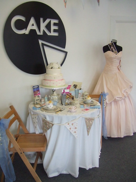 CAKE Wedding table set up bunting by bunting Queen