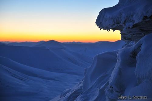 winter sunrise svalbard arctic spitsbergen longyearbyen polarnight darkseason trollsteinen