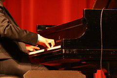 classical music, keyboard player, musician, pianist, piano, keyboard, music, jazz pianist, performance, player piano,