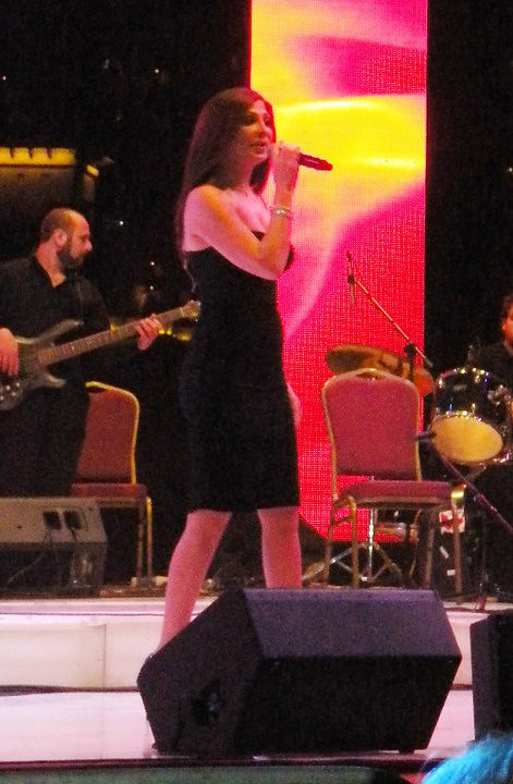 pictures from Elissa's concert in dubai(i took them) | ??? ?? ??? ????? ????