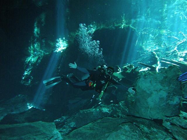 El buceo y submarinismo es una pasión, ... y el haber realizado el sistema de cavernas de Chac Mool ha sido una de las mejores inmersiones de mi vida. Chac Mool, buceando por las cavernas del inframundo - 5442645446 092660ed86 z - Chac Mool, buceando por las cavernas del inframundo