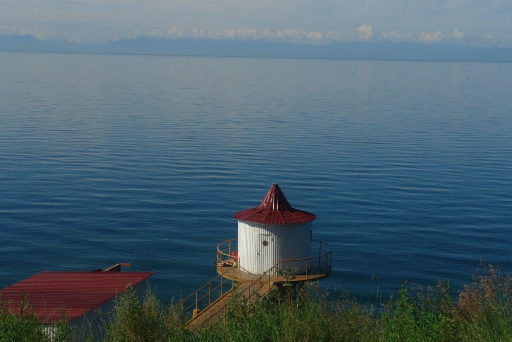 Caseta al borde del Lago Baikal lago baikal - 5538243746 10ef25f875 o - Lago Baikal de Siberia, Rusia