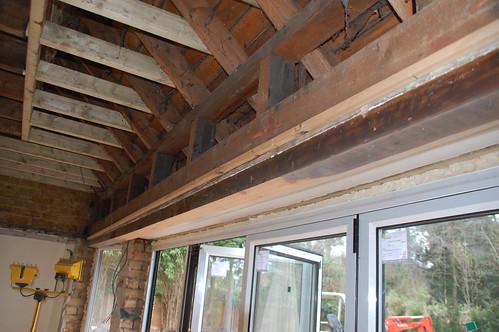 Hout vervangen voor staal plaatsen van draagbalk - Deco oud huis met balk ...
