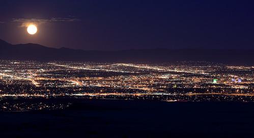 moon newmexico cityscape albuquerque fullmoon nm sandias perigee perigean