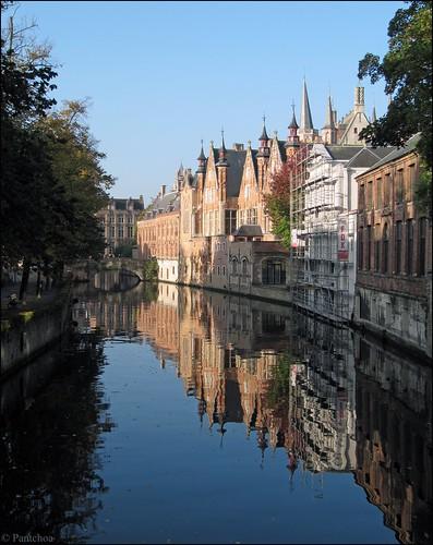 bruges brugge canal reflections reflejos reflets cielbleu steenhouwersdijk pont puente bridge bluesky reflecties kanaal meestraat pantchoa françoisdenodrest