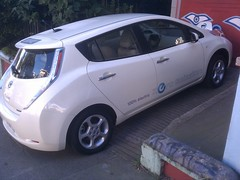 automobile, vehicle, nissan leaf, electric car, city car, nissan, bumper, land vehicle, electric vehicle, hatchback,