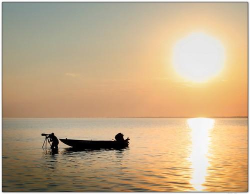 sunset sun lake water silhouette boat photographer lakepontchartrain canonefs1022mmf3545usm 22mm mrgreenjeans gaylon artistpicks gaylonkeeling