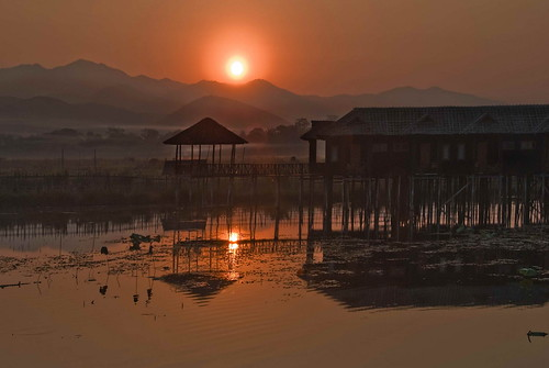 sun reflection water sunrise nikon burma inlelake d200 stillness tati shanstate annatatti stickhouses