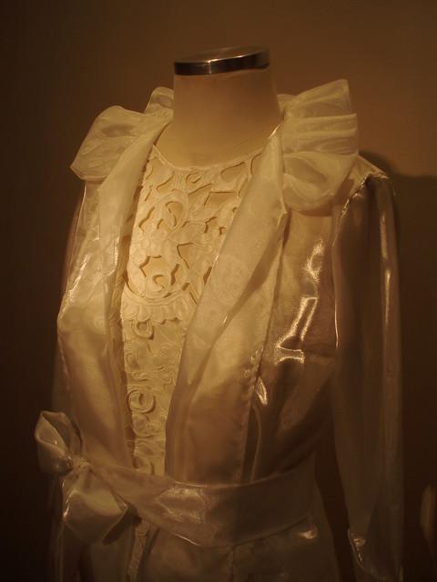 Vestido Richilliê com capa em Organza | Close