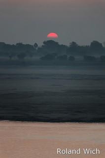 Varanasi - Sunrise behind the Ganges