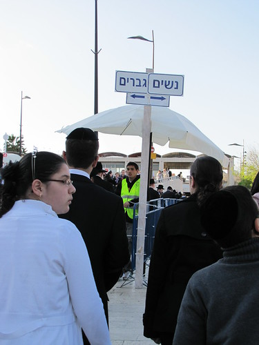 Segregration at entrance to Kotel plaza