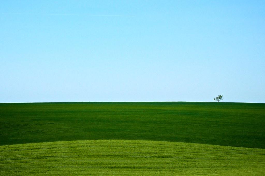 モラビアの大草原と青い空