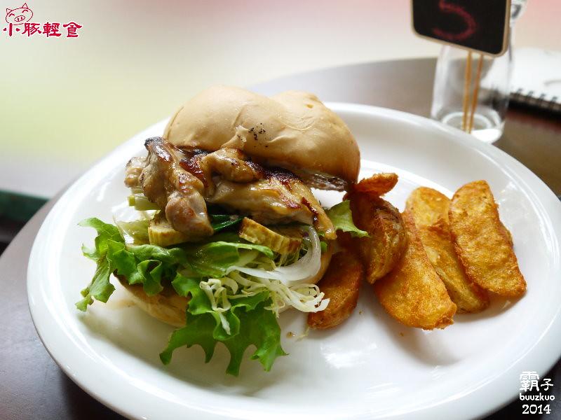 小豚輕食,日式照燒雞肉堡帶著串燒味~