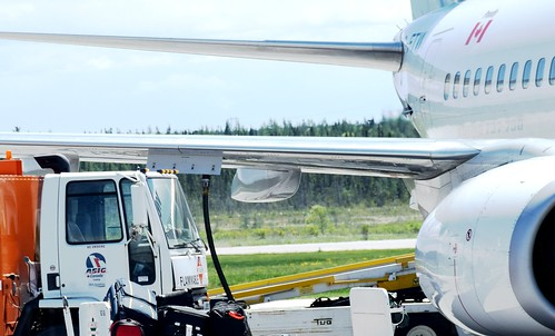 airplane airport deerlake filling up wing gas