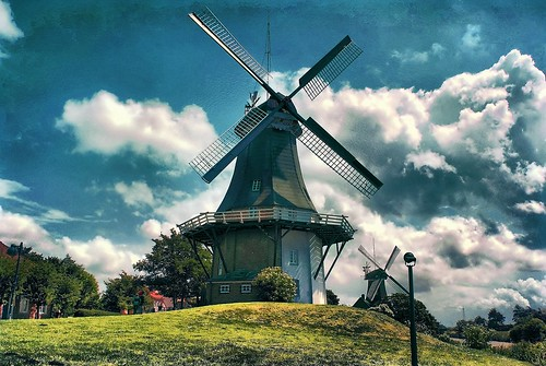 Twin-Windmills in greetsiel