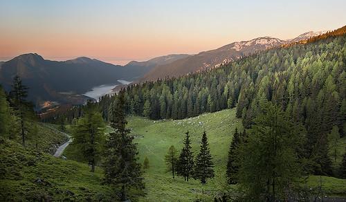 sky mountain snow alps fog stone sunrise dawn nikon hiking peak hut slovenia covered valley mountaineering colourful slovenija alpe d60 kamnik veliki raduha rogatec kamniskosavinjske afszoomnikkored18105mmf3556gifdxvr crnivec kočanaloki kamniksavinja kocanaloki