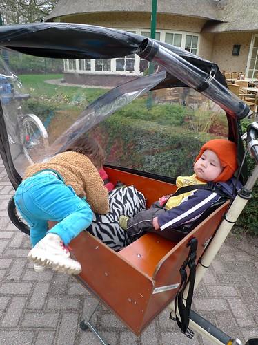 p1-climbs-into-bakfiets-cargobike-3